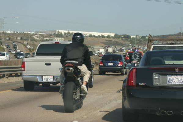 "Washington lawmakers are considering ""lane-splitting"" bill"